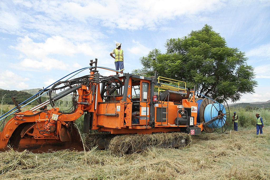 posatubi  pipelayer-posatubi 1024px-A_Marais_wheel_trencher_in_Sout_Africa
