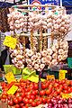 Ail et tomates au marché d'Apt.jpg