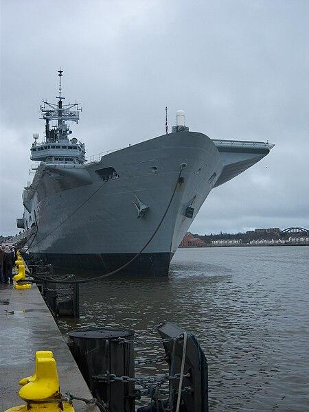 File:Aircraft carrier HMS Ark Royal (R07) pic 21.jpg