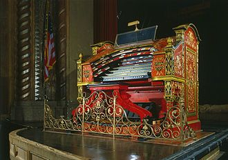 Theatre organ - The console of the Crawford Special-Publix One Mighty Wurlitzer, at the Alabama Theatre. Only 25 of this model were built, and it illustrates the high level of beauty and artistic work some consoles exhibit.