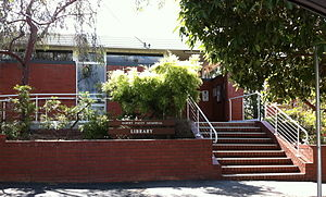 Albert Facey memorial library, Mundaring.JPG