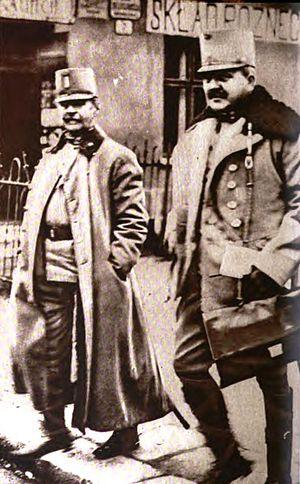 Alexander von Krobatin - von Krobatin (left) in 1915