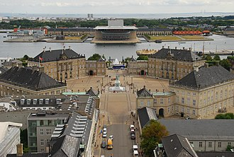 Amalienborg - The palaces (or mansions) of Amalienborg, surrounding the courtyard (seen from Frederik's Church)