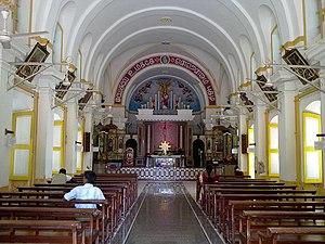 St. Andrew's Church, Puducherry - Image: Andrews Church Reddiarpalayam Pondicherry Altar