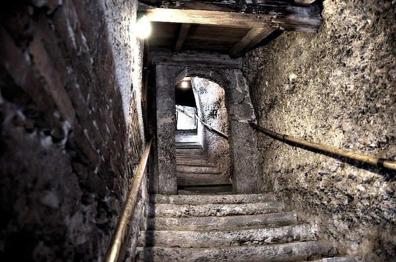 Datei:Aufgang zu den Katakomben.jpg