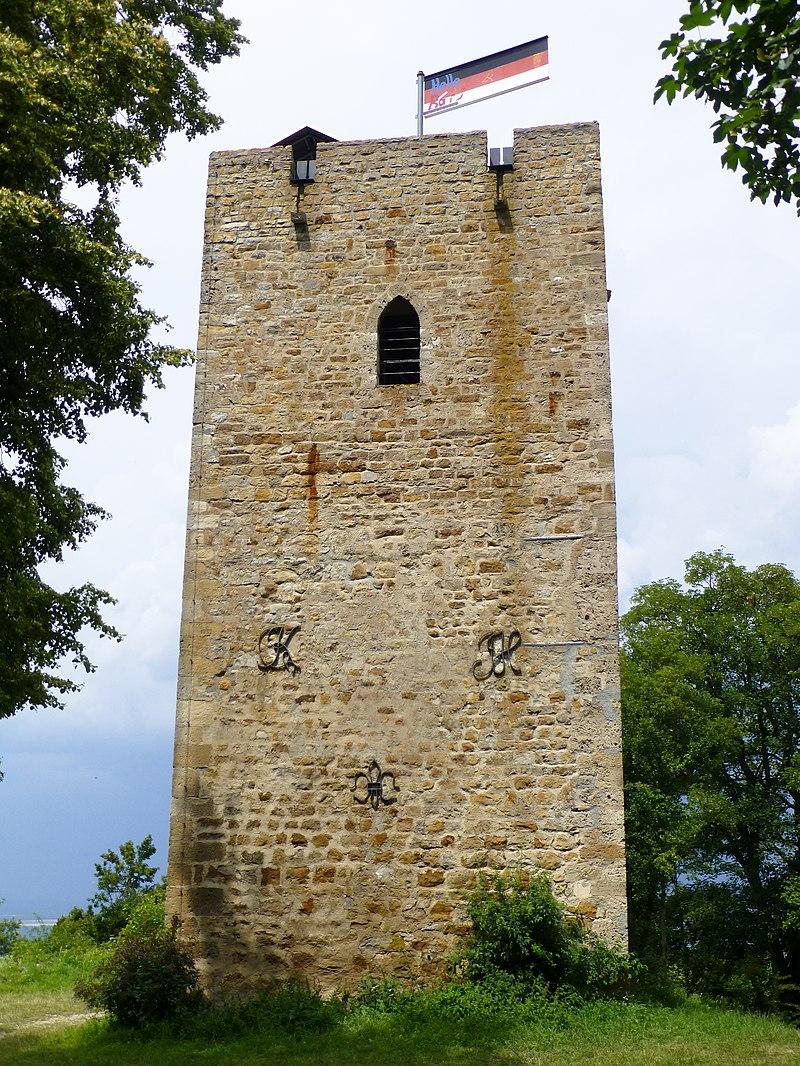 Der erneuerte Bergfried der ehemaligen Burg Achalm