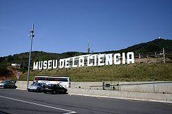 Cartel del Museo de la Ciencia, actualmente llamado CosmoCaixa.