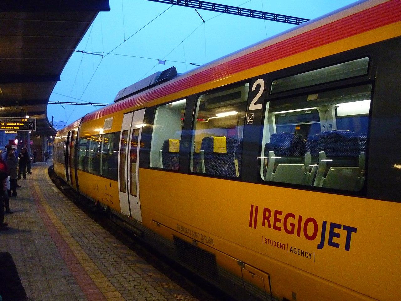 Jednotka Bombardier Talent společnosti RegioJet v Bratislavě