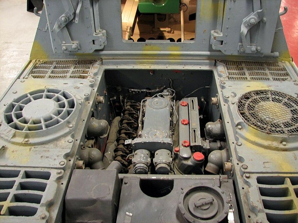 """Blog """"Model 72"""" - Page 2 1024px-Bovington_178_Jagdtiger_engine_1"""