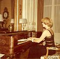 Brigitte François Sappey au piano forte.jpg