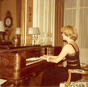 Brigitte François-Sappey - Brigitte François-Sappey playing the pianoforte