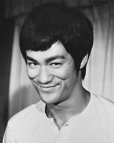 Bruce Lee 1973 (cropped)