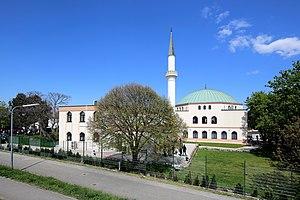 Vienna Islamic Centre - Image: Bruckhaufen (Wien) Moschee (2)