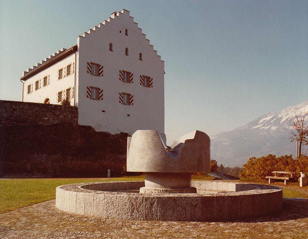 Brunnen, 1978-80, Bendern, Granit Cresciano gesch., 165x250cm.jpg