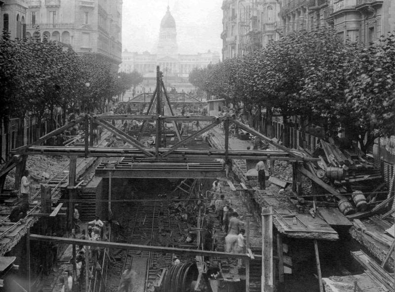 Archivo:Buenos Aires - Subte - Construcción de estación Sáenz Peña (1912).png