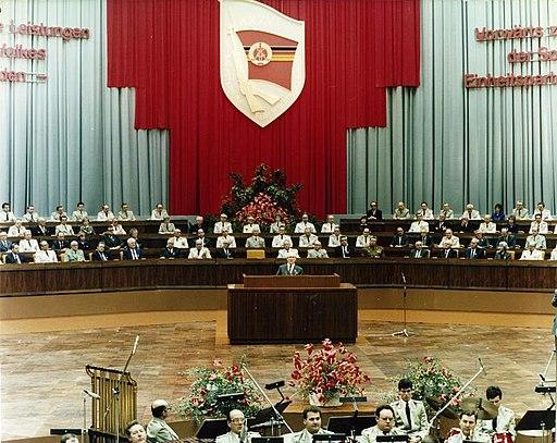 Bundesarchiv Bild 183-1985-0206-422, Berlin, Kampftreffen des MfS im Palast der Republik