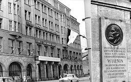 Bundesarchiv Bild 183-H1023-0203-002, Leipzig, Gedenktafel Wladimir Iljitsch Lenin