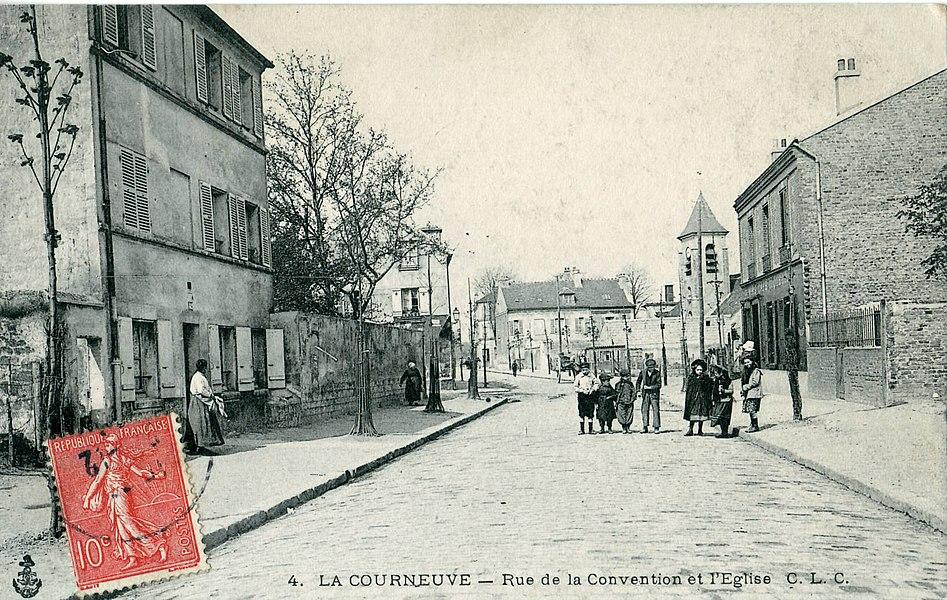 Carte postale ancienne éditée par CLC, N° 4LA COURNEUVE: Rue de la Convention et l'église