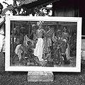 COLLECTIE TROPENMUSEUM 'Het schilderij 'Aankleden voor de voorstelling' door Rudolf Bonnet in de tuin van de schilder' TMnr 60030142.jpg