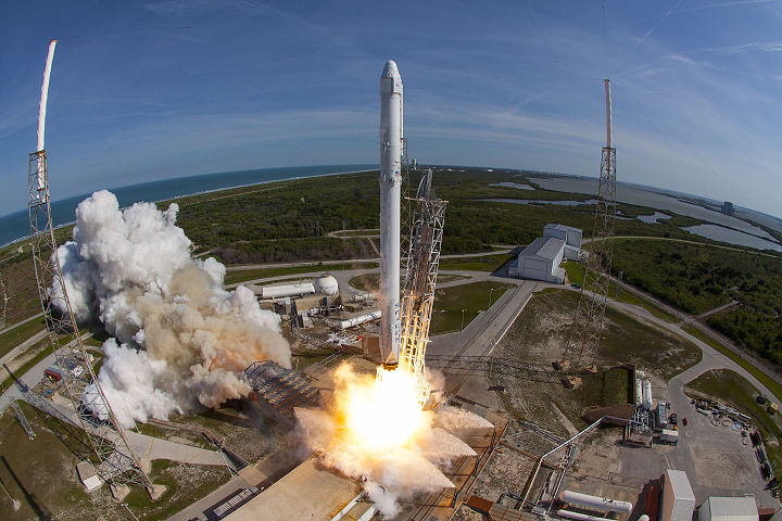spacex launches rocket - HD1910×1000