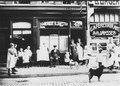 Café-Restaurant A.A. Janssen (nr. 46), logement H. Joosten (nr. 48) en schoenmakerij van H.J. de W.. F19034.tif