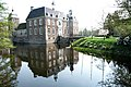 Castle Ruurlo Holland with perfect reflection in the pond around - panoramio.jpg