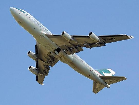 File:Cathay b747-400 b-hua takeoff arp.jpg