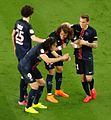Cavani fête un but avec David Luiz.JPG