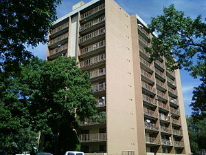 English: Centennial Plaza Apartments, 516 E Ki...