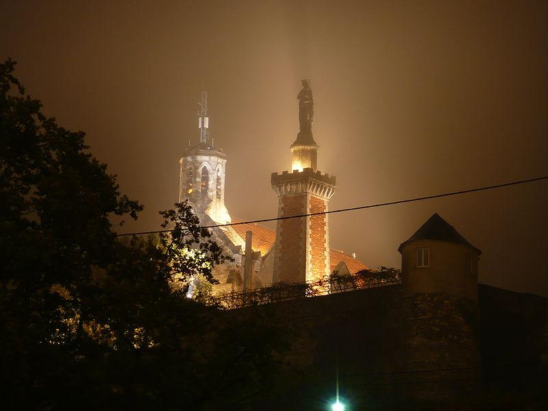 File:Chapelle Notre-Dame de Pipet de nuit Vienne.jpg Фотографии Вьена - достопримечательности Вьена в картинках, что посмотреть во Вьене, виды Вьена