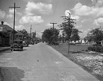 Claiborne Avenue - Claiborne Avenue at Frenchmen Street, looking upriver in 1938