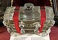 Cofanetto sigillato in cristallo o vetro con parti organiche di sant'agnese segni raccolte nella ricognizione del 1943.jpg