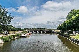 Cosson River in Chambord 02.jpg