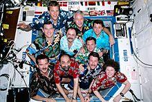 Guidoni e gli altri membri della missione STS-100 a bordo della SSI