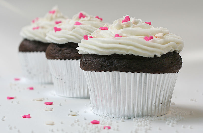 File:Cupcake with sugar hearts and nonpareils.jpg