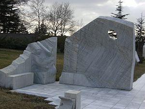 Turkish State Cemetery - Image: Devlet Mezarlığı Atatürk'ün Samsun'a çıkışını ifade eden bir kaya