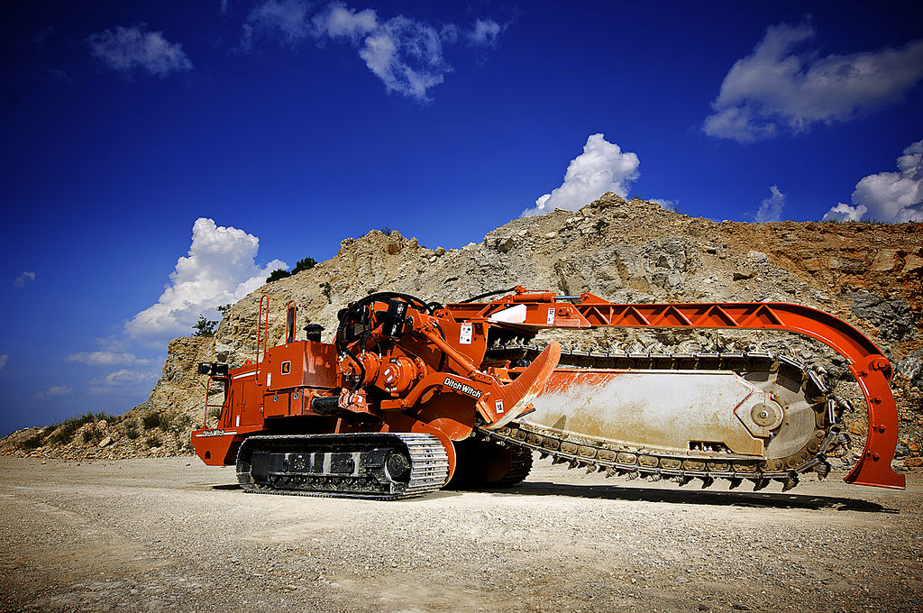posatubi  pipelayer-posatubi 1024px-Ditch_Witch_HT330_Track_Trencher_Stationary