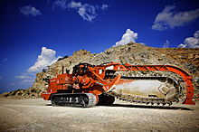 posatubi  pipelayer-posatubi 220px-Ditch_Witch_HT330_Track_Trencher_Stationary