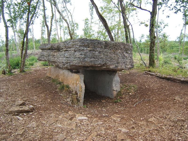 Contrairement à ce que laisserait entendre le nom du fichier, c'est le dolmen d'Aurié