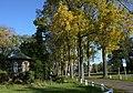 Dreef van zwarte walnootbomen en paviljoen aan het Monfortcollege te Rostelaar - 368451 - onroerenderfgoed.jpg