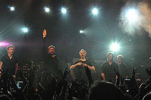 Duran Duran no SXSW em Austin, Texas, 2011 A partir da esquerda: John Taylor (baixo), Simon Le Bon (vocal principal), Dominic Brown (guitarra), Roger Taylor (bateria), Nick Rhodes (teclados)