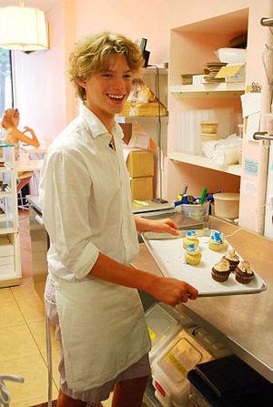 Birds Nest Foundation - Dylan Richards hosts an episode of Dylan's Lunchbox in Tu-Lu's Bakery