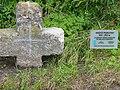 Dziwiszow stone cross 01 2006.jpg
