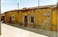 En Villaseco del Pan, Zamora. (Casa típica de piedra y adobe) - panoramio.jpg
