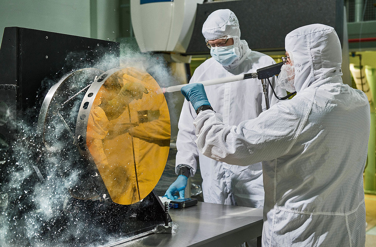 1200px-Engineers_Clean_JWST_Secondary_Reflector_with_Carbon_Dioxide_Snow.jpg