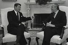 Ephraim Evron and Ronald Reagan 1982.jpg
