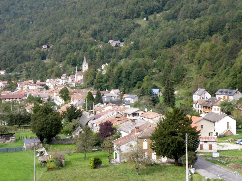 Le village vue depuis le calvaire - Ercé - Ariège (France)