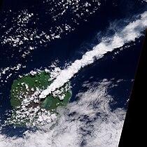 Eruption of Gaua Volcano 2010-04-24 lrg.jpg