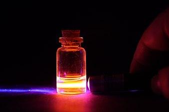 Europium chloride.jpg