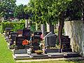 Evangelischer Friedhof Matzleinsdorf, Urnengraeber.jpg